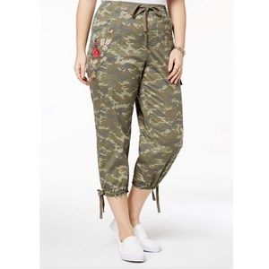 NWT Style & Co Camouflage Embroidered Capris Sz 18